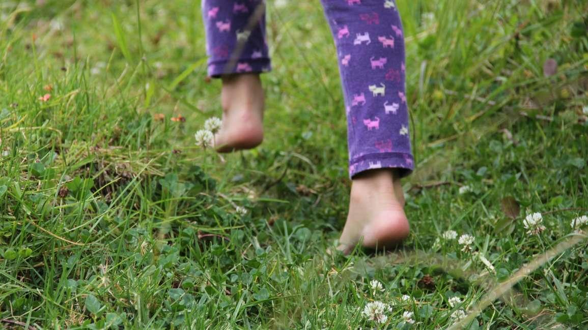La marche à pieds nus … la solution miracle pour une bonne santé !